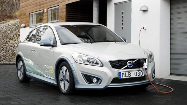 auto-elettrica-ricarica-batteria Auto elettriche: vantaggi e svantaggi delle automobili con motore elettrico