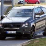 Nuova Mercedes ML: foto spia con poche camuffature
