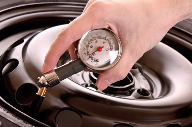 Controlli ed operazioni periodiche degli pneumatici per maggiore sicurezza