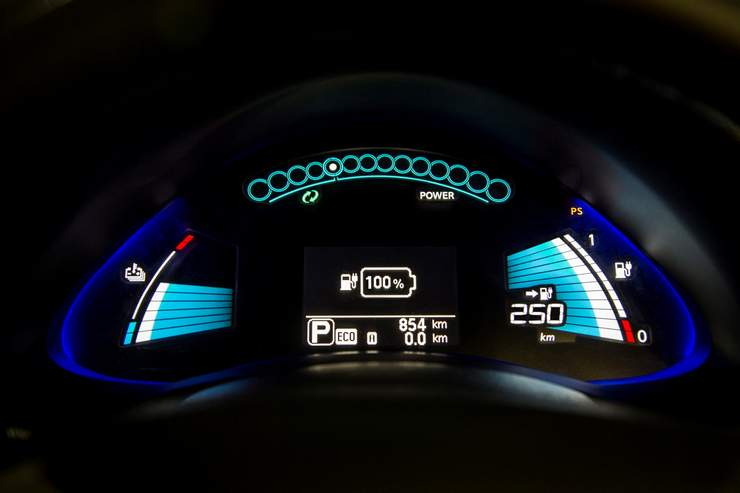 137046_1_5 Auto elettriche: aumenta l'autonomia di Nissan Leaf 2016